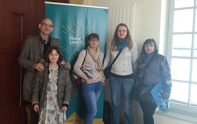 Photo des participants de l'escape game metz ou l'épisode de la fièvre mystérieuse au château de courcelles
